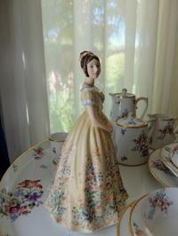 ロイヤルドルトン・ビクトリア女王のフィギュリン人形♪ - アンティークな小物たち ~My Precious Antiques~