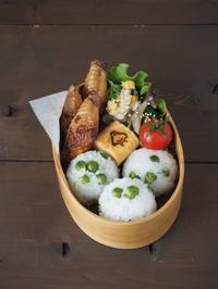 豆ごはんと、鶏手羽中の照り焼き弁当 - Delicatusib
