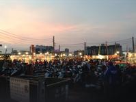 台南最大の花園夜市で - 線路マニアでアコースティックなギタリスト竹内いちろ@三重/四日市
