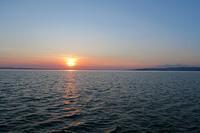 湖の霞に沈む日もをかし、トラジメーノ湖 - イタリア写真草子 Fotoblog da Perugia