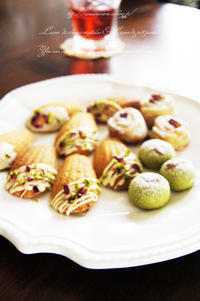 ローズケイクに桜とローズマリーのブルードネージュ。 - *Romantic caramel-香草菓子や粉と卵とおうちおやつ*