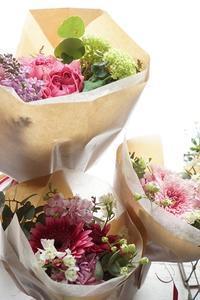 よしお花店物語 - お花に囲まれて