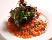 ビストロ料理紹介⑧サーモンのハーブマリネ・自家製鴨の生ハム・ロースハム - 神楽坂のラビチュードの美味しい話