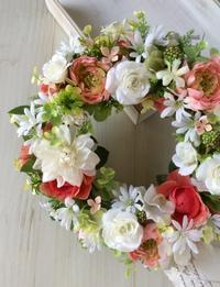 white & coral flowers wreath: Ranunculus,Rose & Margaret - hanarie-story