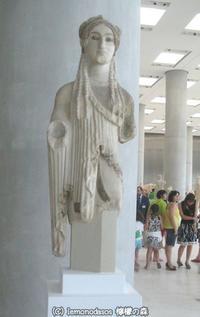 スフィンクスの目をしたコレー像アクロポリス博物館 - 日刊ギリシャ檸檬の森 古代都市を行くタイムトラベラー