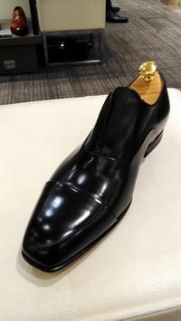 【SANTONI】ミニマルでモードな面構えの一足 - シューケアマイスター靴磨き工房 銀座三越店