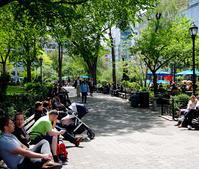 新緑のユニオン・スクエアからブロードウェイを北へ - ニューヨークの遊び方