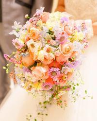 新郎新婦様からのメールミックスカラーのシャワーブーケアニヴェルセルみなとみらい様へ - 一会 ウエディングの花