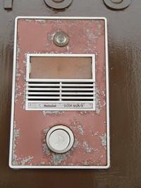 パナホームの玄関ドアの手動式チャイムの修理 - 快適!! 奥沢リフォームなび