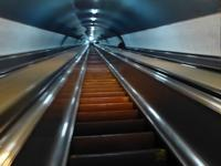 ジョージアの地下鉄のエスカレーターにはまる♪恐怖からアトラクションへ♪ - ルソイの半バックパッカー旅