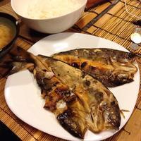 たまには焼き魚~ホッケとごま塩ゆかりご飯 - 線路マニアでアコースティックなギタリスト竹内いちろ@三重/四日市