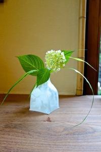 ガラス花器に紫陽花 - g's style day by day ー京都嵐山から、季節を楽しむ日々をお届けしますー