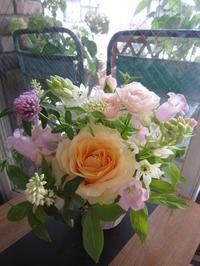 アレンジメント初夏のお花 - ブランシュのはなたち