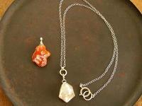 クオーツ、カーネリアン2WAYネックレス - 石と銀の装身具