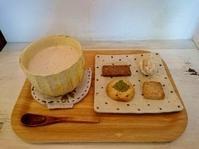 4月25日(水)の営業時間は17:00~20:00です。今日のお味噌汁は、揚げナスのコクとゴボウの香りが楽しめるすり流し汁と… - miso汁香房(ロジの木)