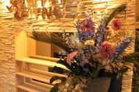 エニタイムフィットネス赤羽北店様定期活け込みの花父の日 - 北赤羽花屋ソレイユの日々の花