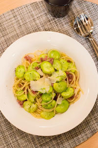 空豆のスパゲッティ。 - リンゴ3コ分 。