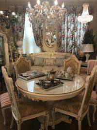 エレガントで優美なロココ様式 - 輸入家具店 アサヒ家具サロンのスタッフblog