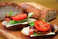 シェーブルのフランスパンでオープンサンド - ぶん屋の抽斗