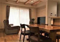 納品実例≪カリモク ソファZT73、欅の一枚板天板≫ - CLIA クリア家具合同会社