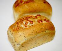 チアシードブレッドとフランボワーズケーキ - パンとお菓子と美味しい時間 (パン教室ココット)