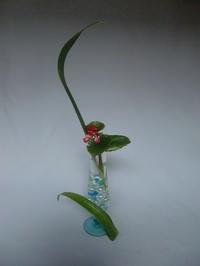 シャガの葉を使って活ける - 活花生活(2)