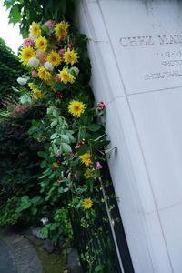 初夏の装花シェ松尾松濤レストラン様へひまわりの門柱装花 - 一会 ウエディングの花