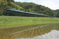 緑一色の風景。 - 山陽路を往く列車たち