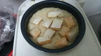 サーモンはらすのバター醤油炊き込みご飯(=゚ω゚=) - 霧のように