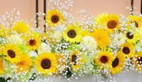 夏の装花ひまわりとカスミソウとザ・ハウス白金様へ - 一会 ウエディングの花