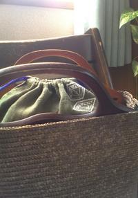 かごバッグに合わせて持ちたい巾着袋 - 手編みバッグと南部菱刺し『グルグルと菱』