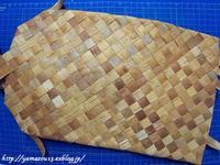作品展用懐紙挟み小を編み始める - ロシアから白樺細工