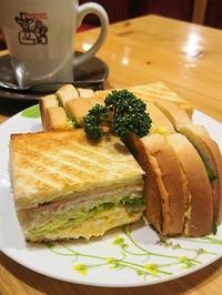 パンが美味しかった!コメダ珈琲のサンドウィッチ - カステラさん