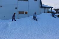 170105 かぐらとクレイがステイ 8 - スノーボードとイヌ