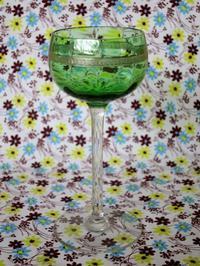 ウラン・ガラスの金彩入りワイン・グラス -  Der Liebling ~蚤の市フリークの雑貨手帖2冊目~