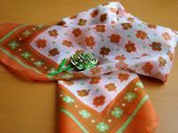 オレンジと黄緑のフラワー・パワーなスカーフ -  Der Liebling ~蚤の市フリークの雑貨手帖2冊目~