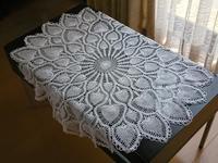 パイナップル編みのテーブルセンターとクロス - グランマの戯れ