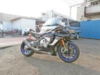 K5サン号 YZF-R1Mのタイヤ交換!・・・からのクレ様ご帰還♪(^O^)/ - バイクパーツ買取・販売&バイクバッテリーのフロントロウ!