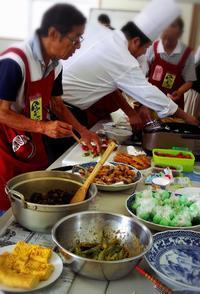 熱~い「男の料理教室」が開催されました! - さいき食のまちづくり