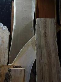木材倉庫一枚板 - SOLiD「無垢材セレクトカタログ」/ 材木店・製材所 新発田屋(シバタヤ)