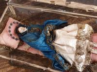 ガラスドームに横たわる聖母マリア  /E578 - Glicinia 古道具店