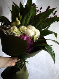 お寺での法要に花束。「白~淡紫」。豊平5にお届け。2017/08/10。 - 札幌 花屋 meLL flowers