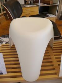 象脚スツールは1954年に柳宗理よってデザインされた伝説のスツールです♪ - GLASS ONION'S BLOG
