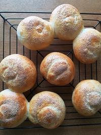 『デュッセルドルフでパン作り』からテーブルロール - 空を見上げて
