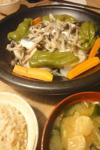 さごしの塩麹漬けと野菜のふっくらさん蒸し - 週末は晴れても、雨でも