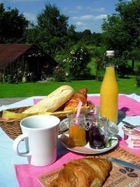 テラスでお茶を - ベルギー 田舎季記