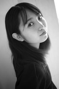 白井花奈ちゃん1 - モノクロポートレート写真館