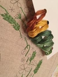 グリーンの刺しゅう糸で… - y-hygge