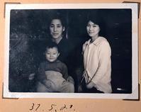 実家で発掘した写真その2:祖母と母と僕。 - Isao Watanabeの'Spice of Life'.