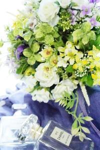 アーティフィシャルブーケも人気です - お花に囲まれて